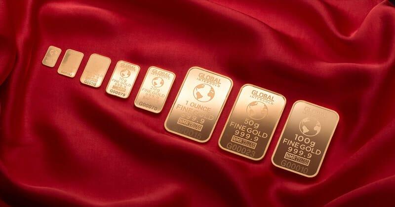 Oro Fisico da investimento su tessuto rosso
